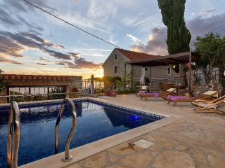 Charming holiday home in Podgora with pool PRICE MELTDOWN!