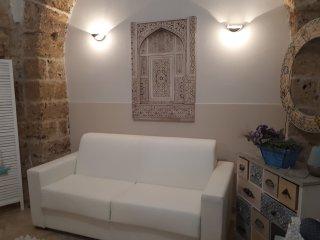 Katari e un tipico dammuso siciliano al centro di noto.