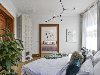 Three-Bedroom Artistic Apartment
