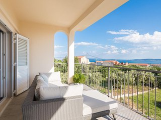 Stylish New 3BR Apt near Trogir&Split