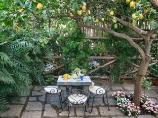 Appartmento Filomena, private terrace, center, sleeps 2, wifi, free parking