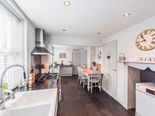 Kelso House a gorgous 4 bedroom Victorian terrace 10 minute walk from beach.