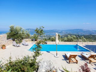 Villa with pool and sea views for couples and families
