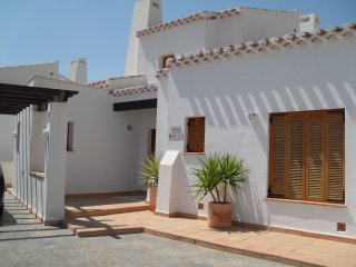 Perfectly maintained and well equipped detatched villa with pool
