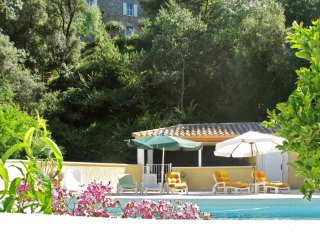 3-bedroom floor of a chateau in Cazouls-lès-Béziers with swimming pool access!