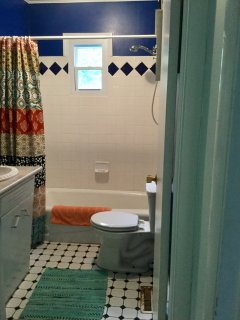 Bathroom 1, shower/tub