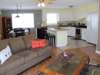 Pet Friendly 3 Bedroom Upstairs Apt OBX Beach NO PET FEE, SHEETS & TOWELS INCL.