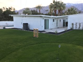 MarksMidMod: Fountains, Location & Views.  Stay Palm Springs Fabulous!