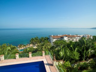 8 BR gorgeous house in Conchas chinas location, stunning views to the bay