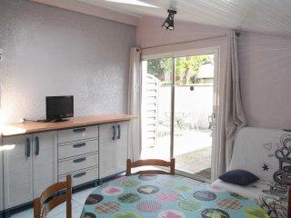 Arcachon Bay flat w/ terrace & WiFi