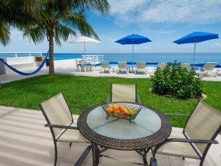 Miramar#101, Beautiful Oceanfront 2 bdrm condo, North Shore, Great Snorkeling!