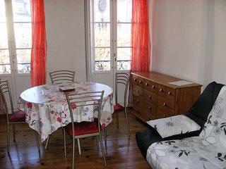 Charming village apartment near ski
