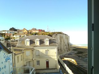 Well-appointed apartment in coastal Ault just next to the beach with sea views