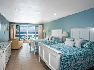 Miramar #202, Stunning Oceanfront 1 bdrm condo, North Shore, Great Snorkeling!