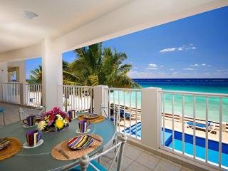 Las Brisas 101, Beautiful Oceanfront 3 bdrm condo, on a white sandy beach!, vacation rental in Cozumel