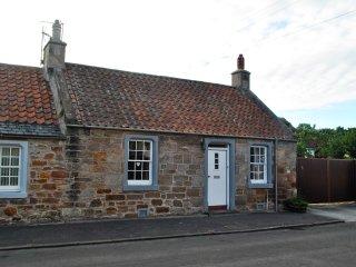 Lily's Cottage- quaint retreat in a beautiful coastal village
