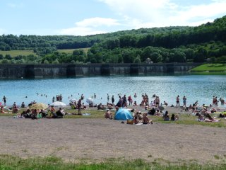 Gîte-studio indépendant 1 à 5 pers à 500m du Lac de Grosbois et jardin ombragé