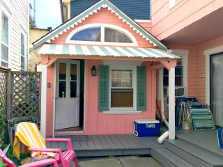 """Cupcake"" Guest House, 2 blocks from the beach in Ocean Grove NJ, sleeps 3+"