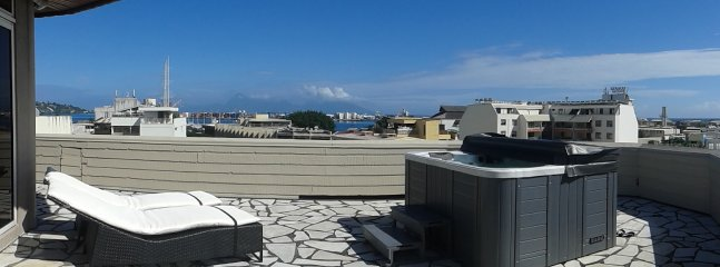 Terrace View 180 ° sea and mountain, with jacuzzi