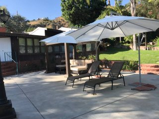 Beautiful Pool House in Burbank Hills CA Sleeps 1-8