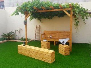 Casita planta baja, acojedora y con encanto. Gran patio trasero con cesped artif