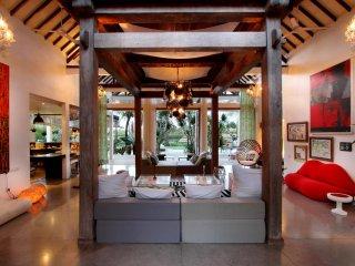 Architect's 5 bedroom art filled  villa in Canggu