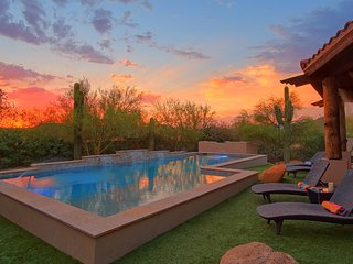 SLEEP 19-ESTATE-HEATED POOL-2 SPAS-OUTSIDE DINING