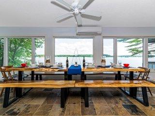 'Elysium' - Huge Modern Lakeside Cottage Retreat on Sparrow Lake
