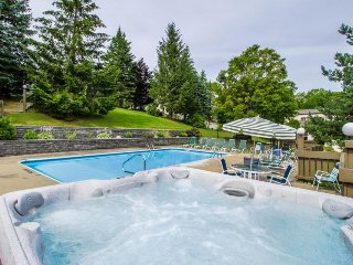 Condo w/mountain views + shared hot tub, pool & more! Near golf, slopes!
