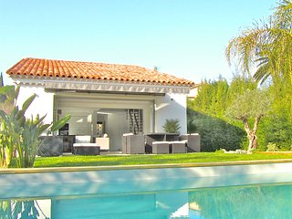 Villa calme 4 chambres, piscine privée FilmFestival, centre ville & plages à 4km