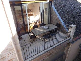 High quality home, 3bdrm/3bath, large terrace, faces treelined square, parking