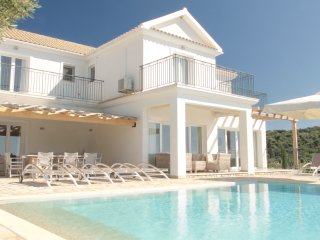 An elegant 4 dbl bedroom private villa with pool & exquisite sea & sunset views