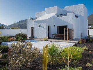 Finca La Tabaiba villa de 100 m2  en una parcela 800 m2 con jardín ,