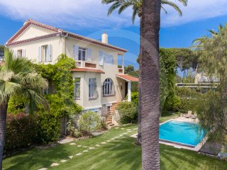Private villa in the centre of Cap D'Antibes moments from the beach and shops