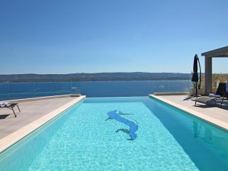 NEW! LuxuryVilla POCRNJA with heated pool, jacuzzi, sauna, gym and pool table