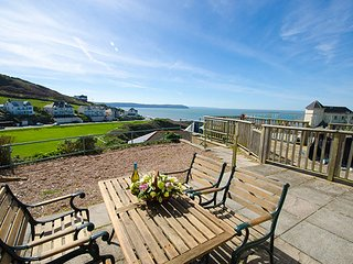 Lower Deck beautifully presented seafront apartment