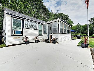 Coastal Cottage w/ Enclosed Front Porch, Pond View – By Beach & Bike Path