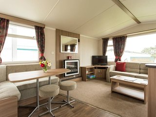 Luxury Modern Caravan, Sleeps 6 with decking, patio & BBQ