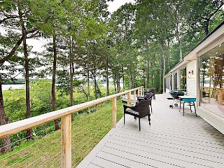 Ferndale: Nature Lovers Paradise: 4BR, 2BA Riverfront Home