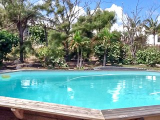 Breezy, studio apartment with a pool and WiFi in Oyster Pond - near Orient Bay!