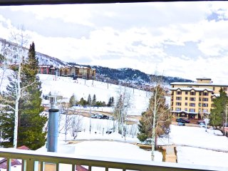 Next to the Slopes! Mountain Village Large 2 level with Views!