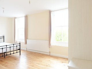 Next to Tube - New Self-Contained 3 Bedroom Apartment in historic building