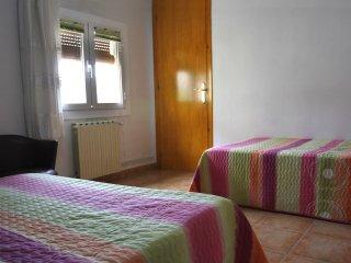 Habitacion triple con bano propio: comoda, tranquila y familiar