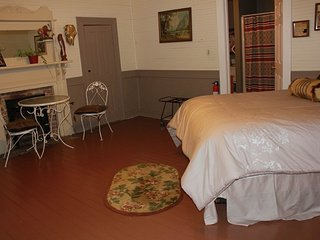 The Cherokee Room in Weiss Lake Bed and Breakfast