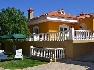 A very spacious single story villa with fabulous views of Medano & the mountains