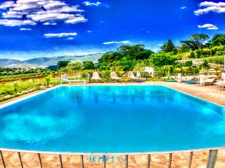 Spoleto By The Pool: APT 3. Spoleto centre/0.7 mls