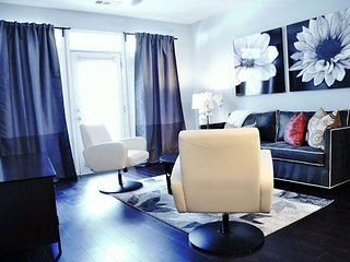 Luxury Midtown 1Bed 1Bath/ Private Parking..#010