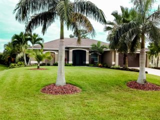 SWFL Rentals - Villa Lexi - Beautiful Heated Pool Home Sleeps 6