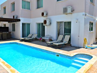 Kato Paphos - Universal - 3 Bedroom Apartmenr with Private Pool - Wifi - Aircon
