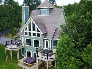 Amazing Lake Views & Upscale Decor in the Heart of Deep Creek